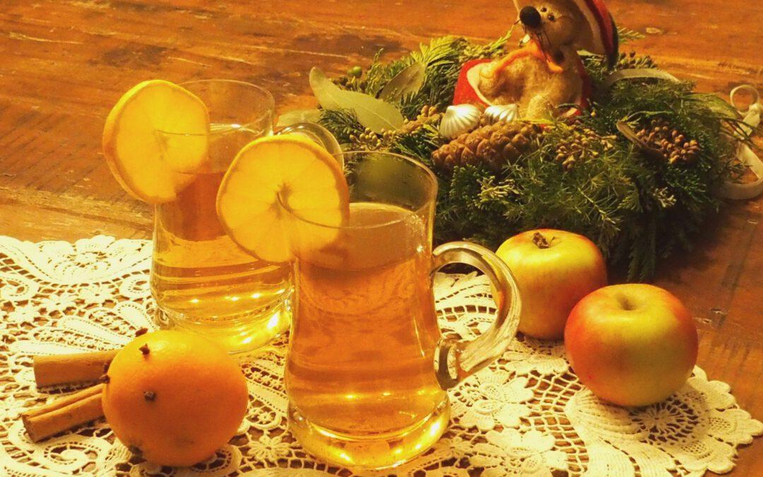 """Obstkolumne """"Streuobst für alle"""": Bettina Hechtel gibt Tipps zu winterlichem Rezept aus selbstgemachtem Apfelsaft."""