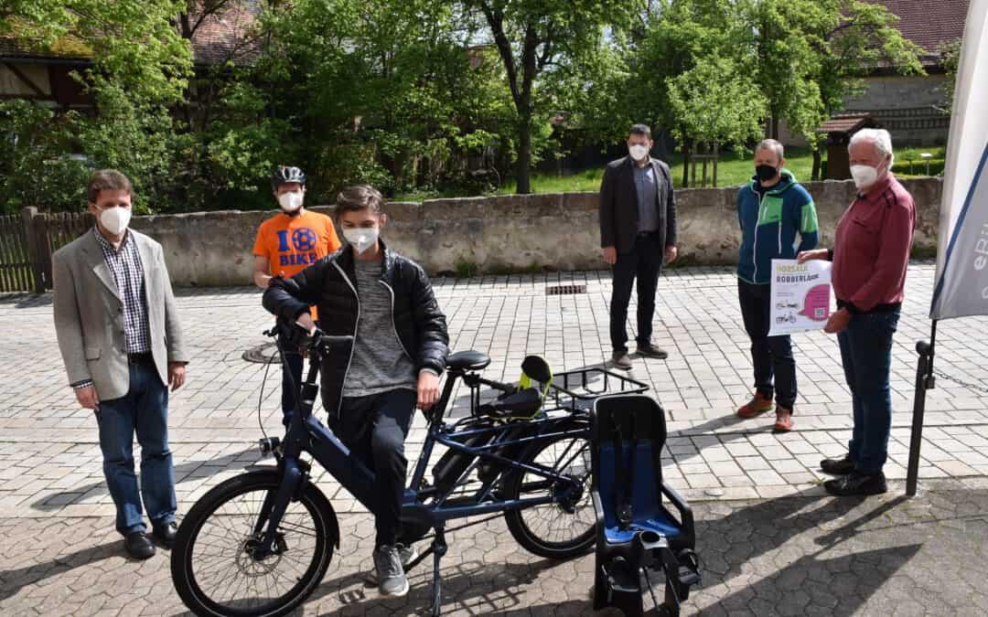 Erstes Kleinprojekt umgesetzt: Roßtaler Bürgerlastenrad Robberla ist da und kann ab sofort von allen Bürgerinnen und Bürgern des Marktes kostenfrei ausgeliehen werden