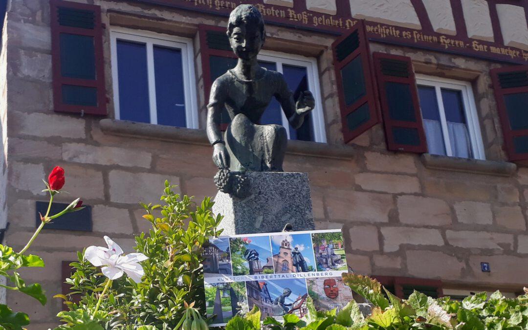 Kunstorte der Allianz: Die zweite Mehrmotivpostkarte der Kommunalen Allianz zeigt besondere Skulpturen und Figuren